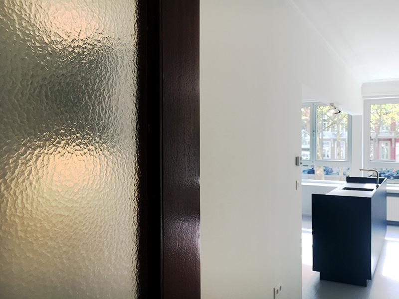 faktordertig - architectuur - interieur - totaalrenovatie - appartement - jaren '60 - Antwerpen - Amerikalei - interieurarchitectuur - kleuren - hout - licht - ruimtelijkheid - 3D visualisatie - kwaliteit - badkamer - vast meubilair - sanitair - keuken ontwerp